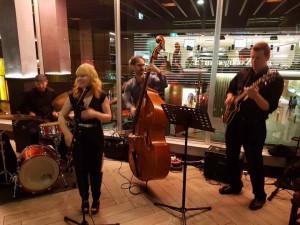 Live jazz music with singer Kirsten Allison and her Sydney jazz band